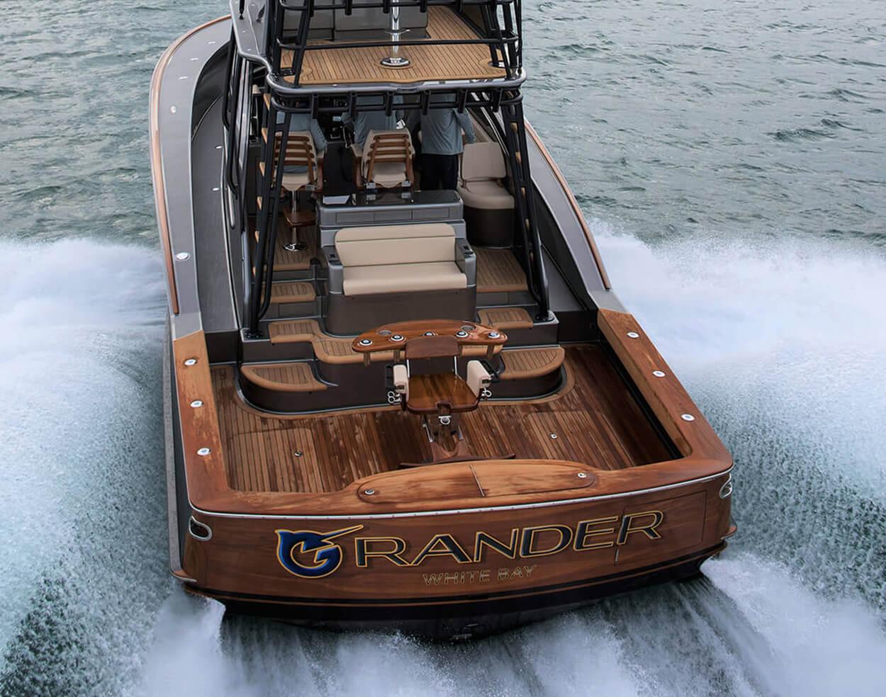Grander White Bay Boat Transom