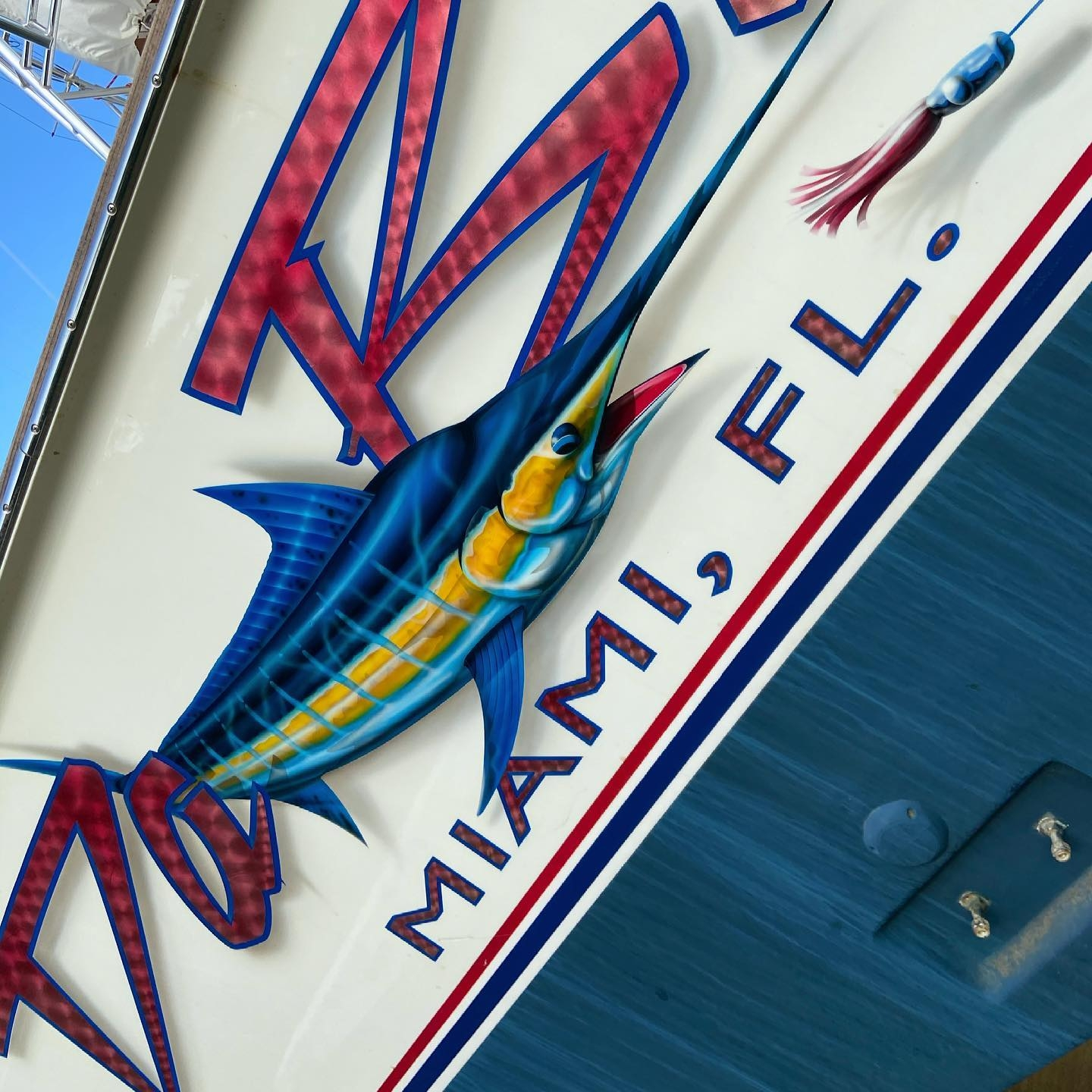 Da Bait is a 68' Spencer Yachts convertible which splashed in 2015. Da Bait's transom features a large marlin graphic, candy painted engine turned white gold leaf letters with soft drop shadows.
